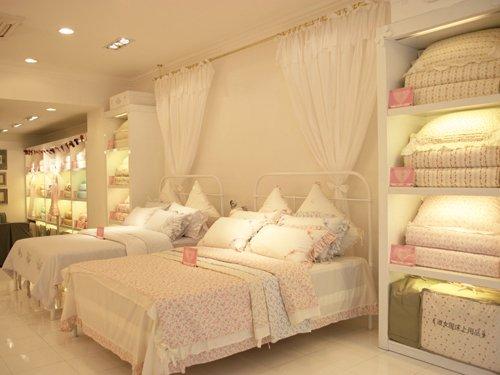 背景墙 床 房间 家居 家具 设计 卧室 卧室装修 现代 装修 500_375