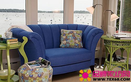 蓝色布艺沙发打造浪漫舒适家(4)