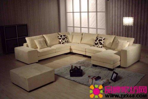 欧式布艺沙发: 款式比较大,有局限性,必须与装修配套,否则风格不一致