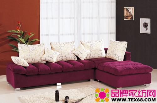 对布艺沙发的深层清洗,一般分为以下几个步骤:首先,对沙发表面进行