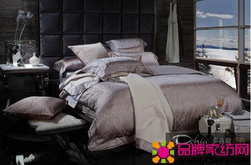 多喜爱家纺时尚床品——格菲特,仿中国传统的蓝布印花纹