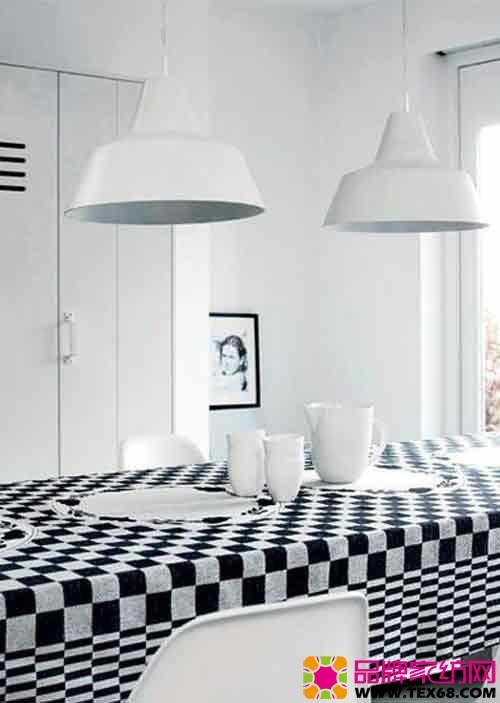 黑白色小饰品轻松点缀单色空间
