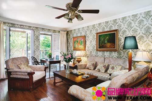 徐露夫妇爱喝茶,每天清晨两人都会在客厅边喝茶边聊