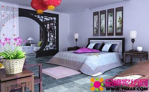 很复古的卧室设计,镂空的拱形门,复古造型的台灯,屏风画等细节装饰让