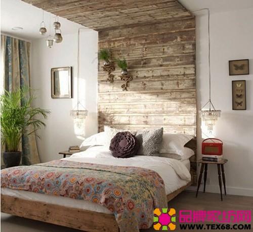 床头的木板上还装饰着两瓶小的绿植,将绿意带到床头,将氧气生活带给图片