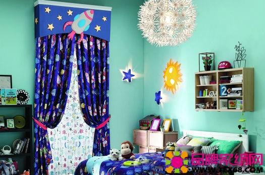 小汽车造型的帘头,螺旋桨造型的帘头,椰子树造型的帘头,以及窗帘上
