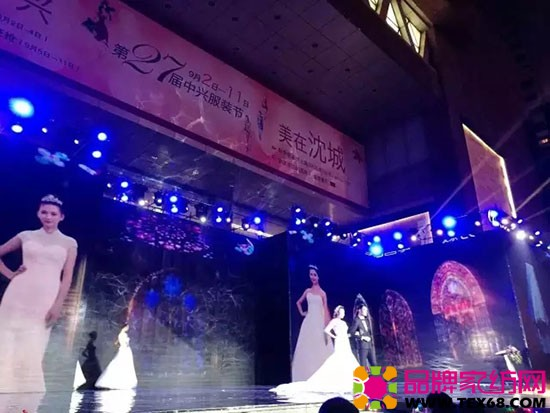 白色婚纱T台秀