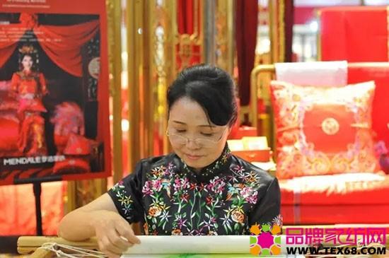 中国刺绣大师李露
