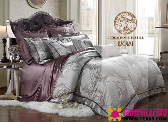 罗莱家纺 罗莱家纺的特点: 罗莱家纺,家纺行业龙头品牌,上市家纺公司,上海知名家纺品牌,一线家纺品牌,创办于1992年,是一家专业经营家用纺织品,集研发、设计、生产、销售于一体的纺织品企业;是国内最早涉足家用纺织品行业,并已形成自己独特风格的家纺企业。 罗莱,致力于为消费者创造高品质家居生活和优质睡眠体验。凭借欧式化、经典的品牌风格定位,罗莱以其与生俱来的高贵气质和优雅精致风格深受中国万千消费者喜爱,卓越的产品品质和鲜明的品牌形象在市场上独树一帜。 经典罗莱,品味生活罗莱也已成为优质家居生活的代名词。