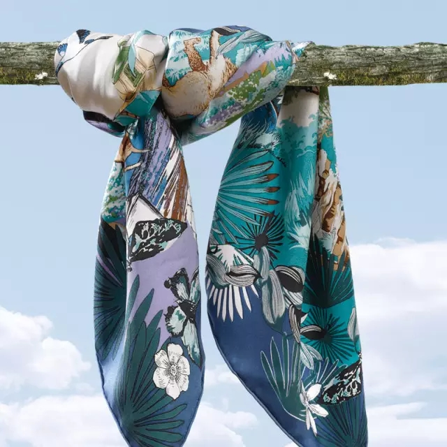富安娜艺术家纺原创时尚丝巾设计鉴赏(图)