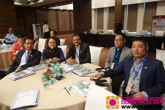 中国家纺考察团成员参加会议