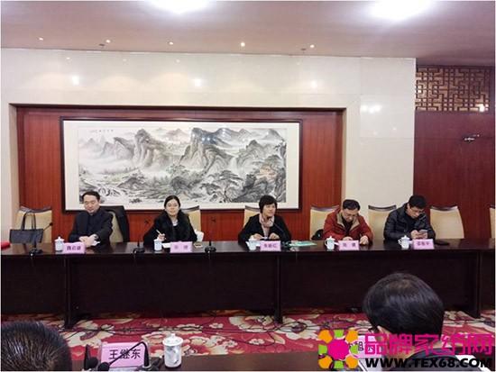 中国家纺协会副会长朱晓红报告了2017年协会的重点工作及主要安排