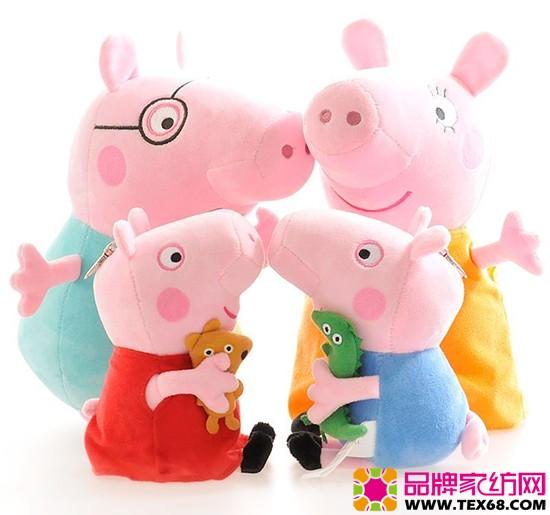 小猪佩奇玩偶 这类棉玩具很好销。小店店主林小姐告诉记者,我今年把小猪佩奇大多角色准备齐了,小羊苏西、小狗丹尼、小兔瑞贝卡、乔治、猪爸爸、猪妈妈等玩具公仔超过几十种,各种档次都很齐备,这些玩具在小朋友中人气颇高,客商都是整套购买。 声明:图片来源于网络,如有侵权请联系小编QQ:2570438332或来电021-60536628删除。