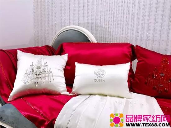 手工缝制的水晶灯小抱枕