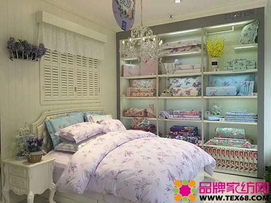 平时美学家纺专卖店陈列印花床品展示