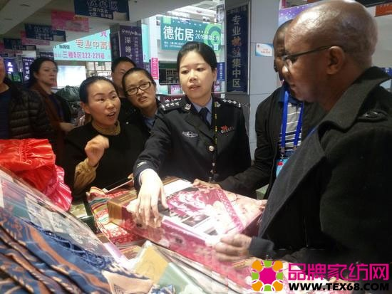 约瑟夫一行参观了中国家纺博物馆和叠石桥国际家纺城核心交易区