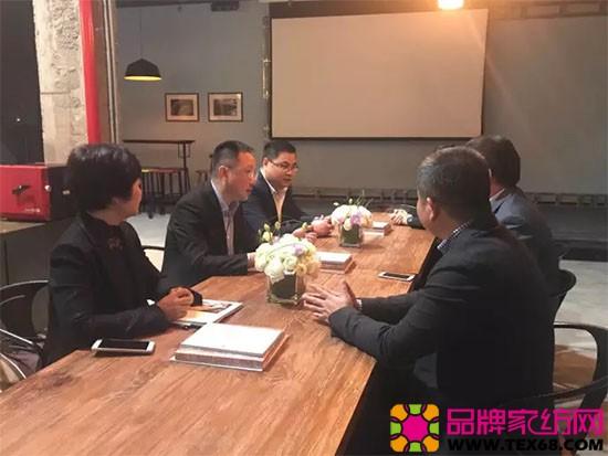 在博洋家纺,杨会长一行对博洋家纺2017秋冬新品及品牌近况进行了细致的询问