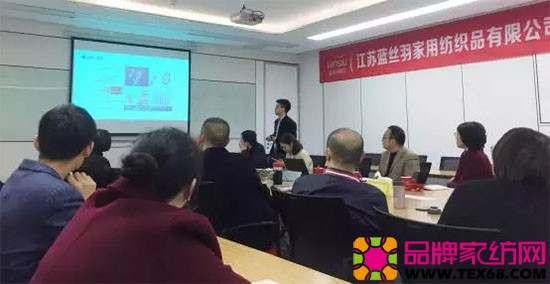 天软件副总经理孙哲向与会人员介绍了两化融合的发展进程