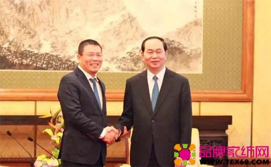 越南国家主席陈大光(右)与天虹集团董事局主席洪天祝(左)