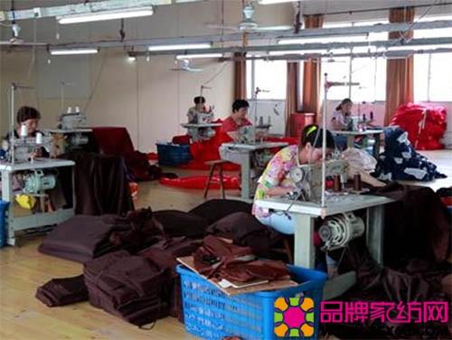 小城大事》以叠石桥林西村陆冬花和她的父母一家家纺企业为纪实线索