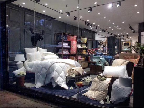 常德青阳阁沙龙国际专卖店橱窗产品展示