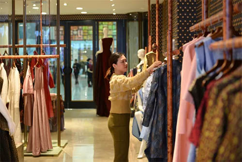 富安娜高定时装也在本次品鉴会呈现开来