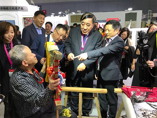 2018中国纺织非物质文化遗产区引人注目