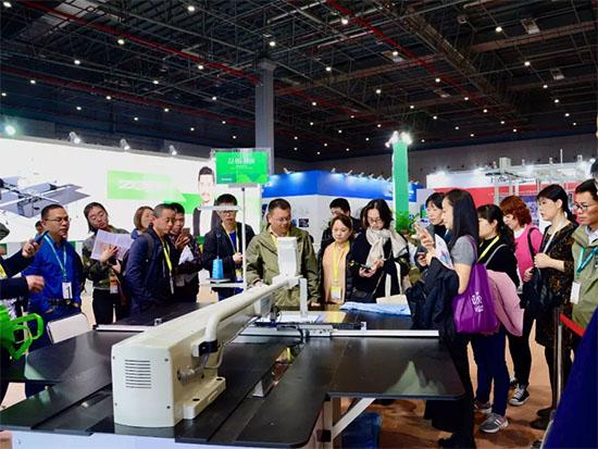 2018中国国际家纺博览会中捷展区中捷智能模板机成现场明星