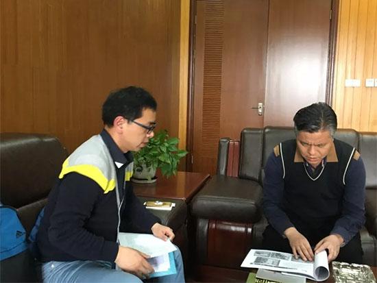 姜仲民董事长与柴云麾(左)座谈交流
