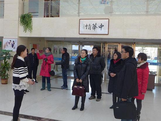 鄂尔多斯东胜经济科教(轻纺工业)园区的工作人员莅临叠石桥家纺市场进行考察