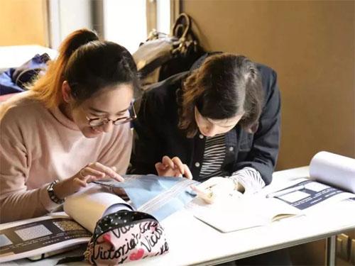 马兰欧尼学院学生互动