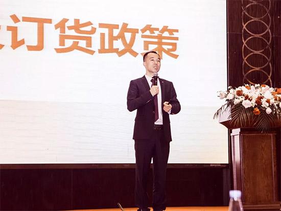 百丽丝家纺事业部总监李永胜做工作报告及订货政策解