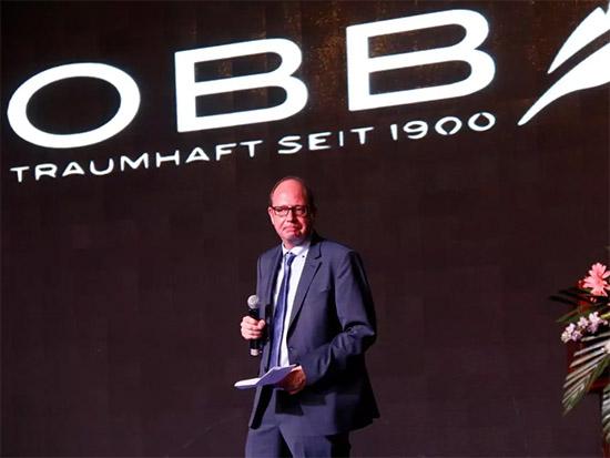 德国OBB集团的韦伯先生上台致辞
