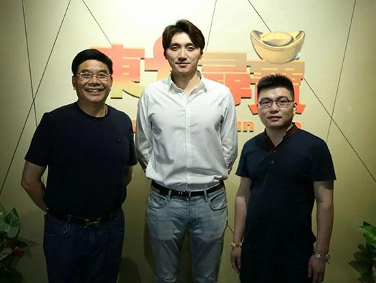 从左至右:湖南宝协会长陈新国、晚安集团品牌总监陈泽岑、栏目总制片人胡峰