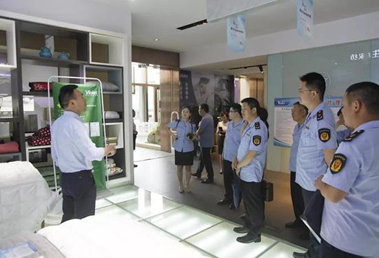 市场监督管理局党员同志参观紫罗兰家纺生机展厅