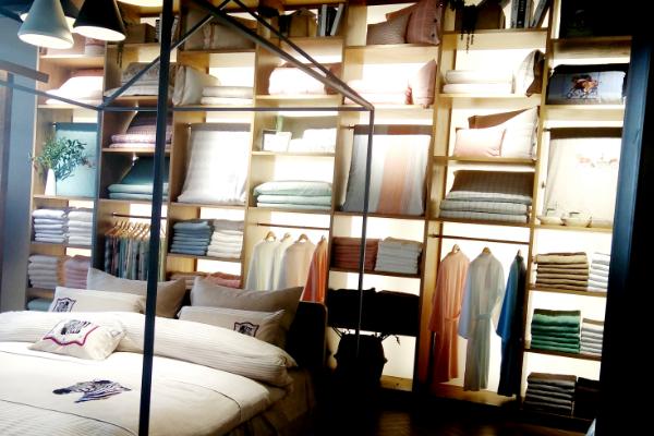 美罗家纺市场优势明显,风格种类多样