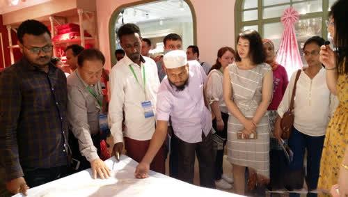 37名纺织品检测官员专程到南通海门市,考察叠石桥国际家纺城