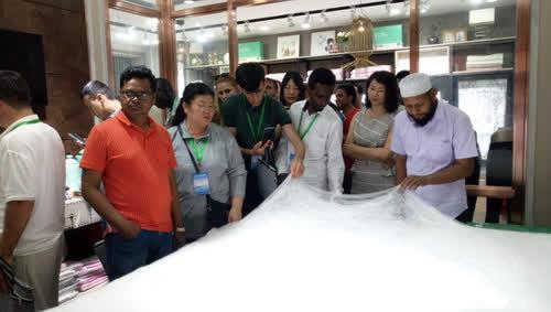 埃塞俄比亚纺织工业发展研究所的首席工程师赞誉叠石桥产品品质好