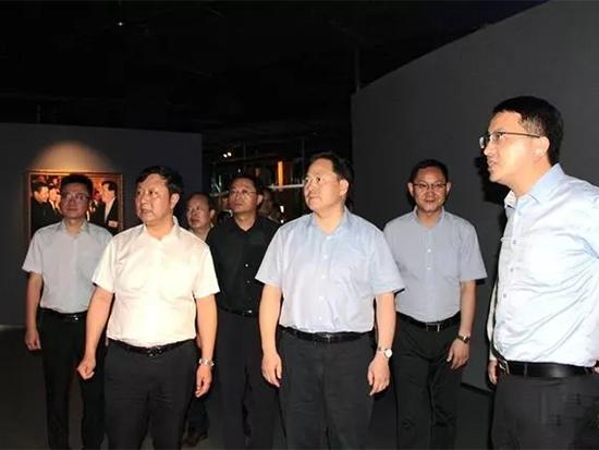 代表团一行饶有兴致地参观了海澜飞马水城、马文化博物馆等地