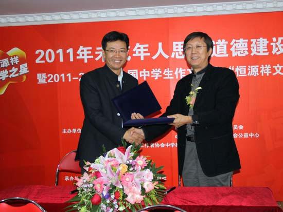 2011年,陈忠伟成为两区合并后的黄浦区第一届区人大代表