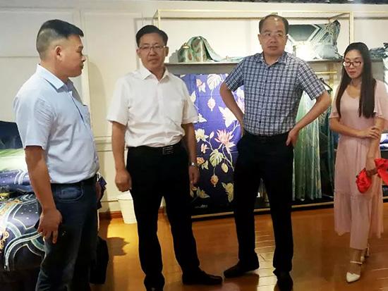 王圣杰在讲话时指出,推进成品面料转型是家纺面料公司坚定不移的战略