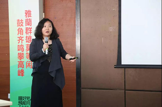 雅兰家居品牌市场总监张总介绍活动的重点