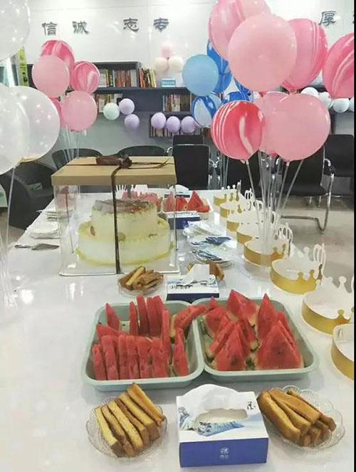 精心布置的生日宴会