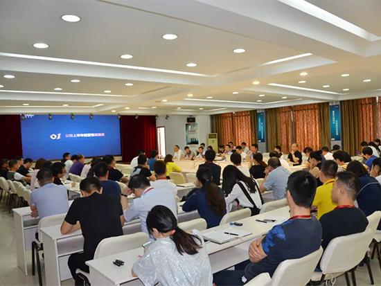 公司董事长李裕陆对公司2018年上半年度经营情况进行通报
