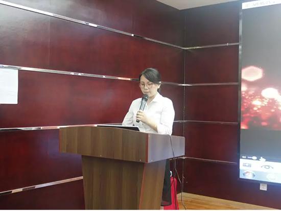 计划商务部主管胡华担任会议主持