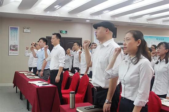 集体宣读誓词
