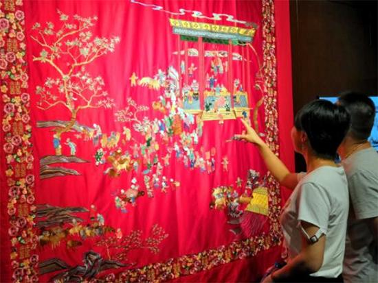 恒源祥百羊百子被亮相中国纺织艺术展