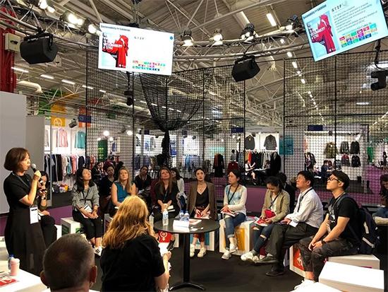国国际广播电台等多家驻外媒体记者对展会以及品牌展区进行采访