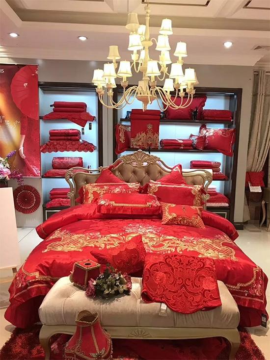 圣路易絲床上用品婚慶陳列