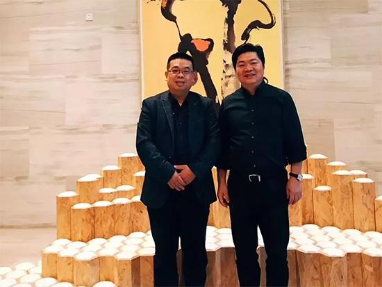 与常委执行主席、左右家私董事长黄华堃合影